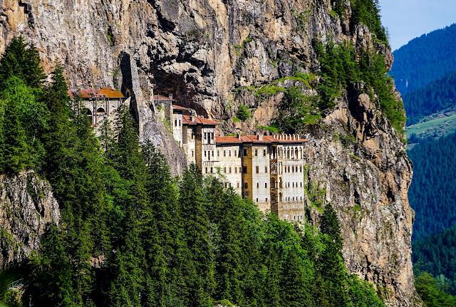 Την πανοραμική θέα της ιστορικής Μονής Σουμελά θα μπορούν να παρακολουθούν οι επισκέπτες