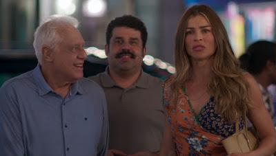 Bom Sucesso: Paloma vê Ramon dançando na rua com Francisca