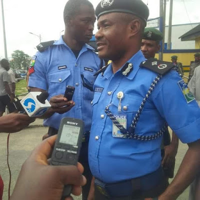 Photos: Lone man protests against incessant kidnapping and robbery in Port Harcourt