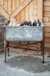 recycler une baignoire ancienne pour sa décoration de mariage  blog mariage www.unjourmonprinceviendra26.com
