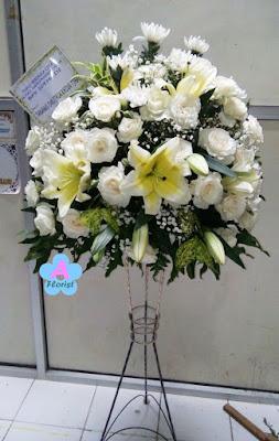 bunga-standing-surabaya-putih-elegan