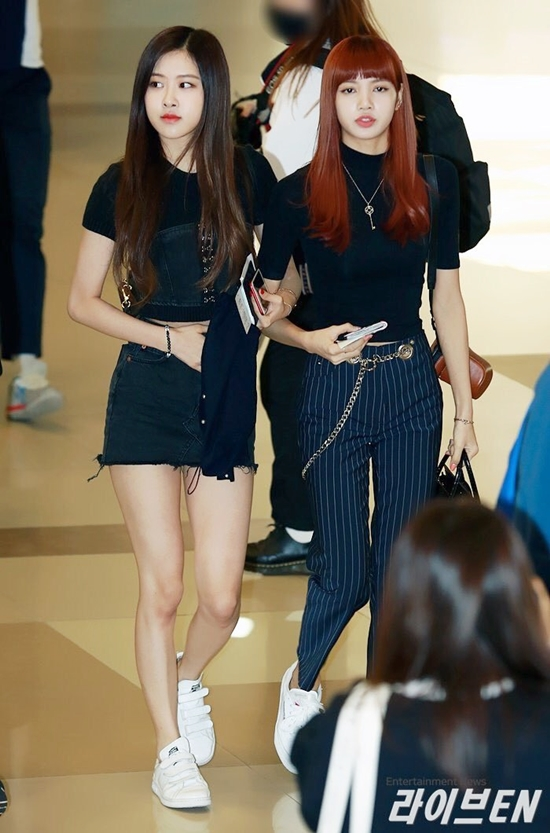 CwoEy8iUsAAM7qz - Blackpink Rose Airport Style