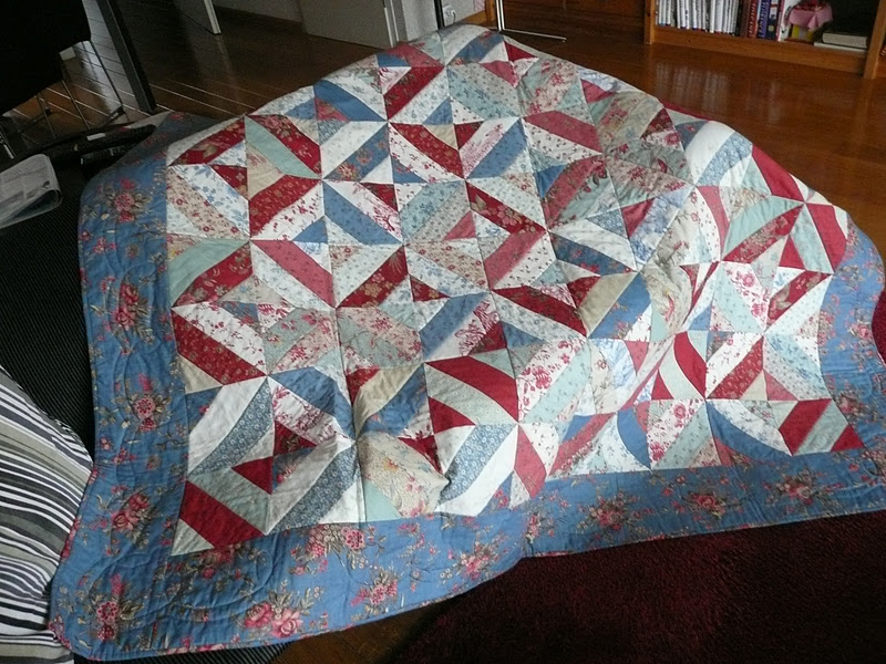 De Rural Jardin jelly roll quilt.