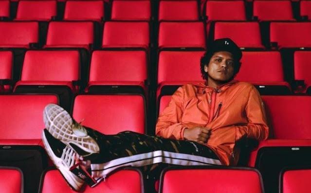 Makna Lirik Lagu Bruno Mars – Versace on The Floor