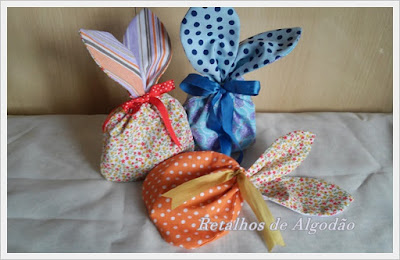 Saquinho de páscoa em tecido com formato de coelhinho para chocolates ou doces