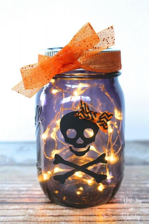 25 DIY Halloween Mason jar craft ideas. Lighted scary skull Halloween mason for fun. Mason jar craft ideas for kids. Halloween skull Mason jar decoration ideas. Ghost and skull decoration Mason jar ideas. Halloween decorative Mason jar. Halloween Mason jar gift ideas. Halloween party decoration ideas