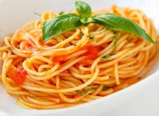 Spaghetti With Tomato Sauce (Domates Soslu Spagetti)