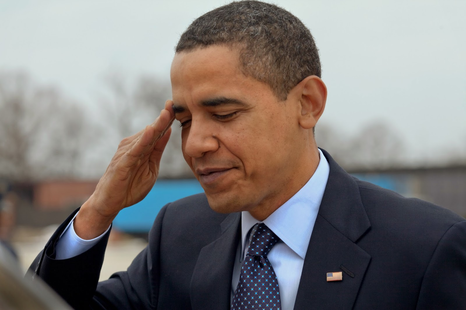Barack Obama half-heartedly salutes U.S. soldiers