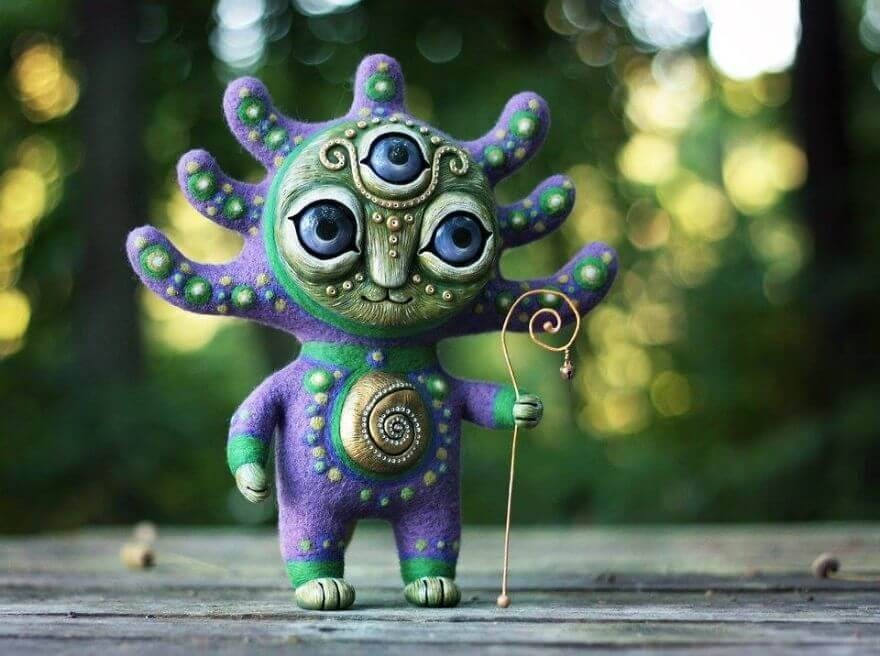 12-Tuovi-Snail-Shepherd-Maryana-Kopylova-www-designstack-co