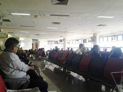 """Ambon, Malukupost.com - PT Angkasa Pura (Persero) I bandara Pattimura Ambon memprediksi puncak arus mudik hari raya Idul Fitri 1439 Hijriah terjadi pada 8- 10 Juni 2018. """"Kita prediksikan puncak arus mudik keluar Ambon maupun yang masuk ke bandara Pattimura Ambon akan terjadi 8 -10 Juni, mengingat cuti bersama lebaran dimulai senin (11/6),"""" kata General Manager PT Angkasa Pura I (Persero) bandara Pattimura, Amirudin Florensius, di Ambon, Jumat (8/6)."""