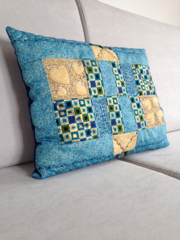 patchwork passion coussin quilt patchwork or et bleu bonheur. Black Bedroom Furniture Sets. Home Design Ideas