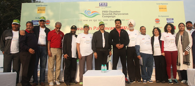 Mr. Gopal Jiwarajka, President PHD Chamber of Commerce & Industry, Rajyavardhan Singh Rathore. HPS Bedi and Mr.GS Singhvi Chairman Organising Committee PHD Swachh Paryavaran Campaign at theRally