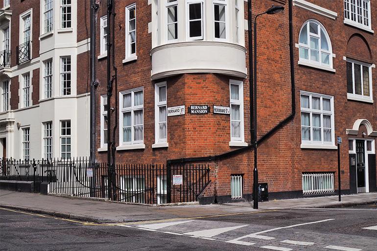 Les façades en briques de la ville de Londres