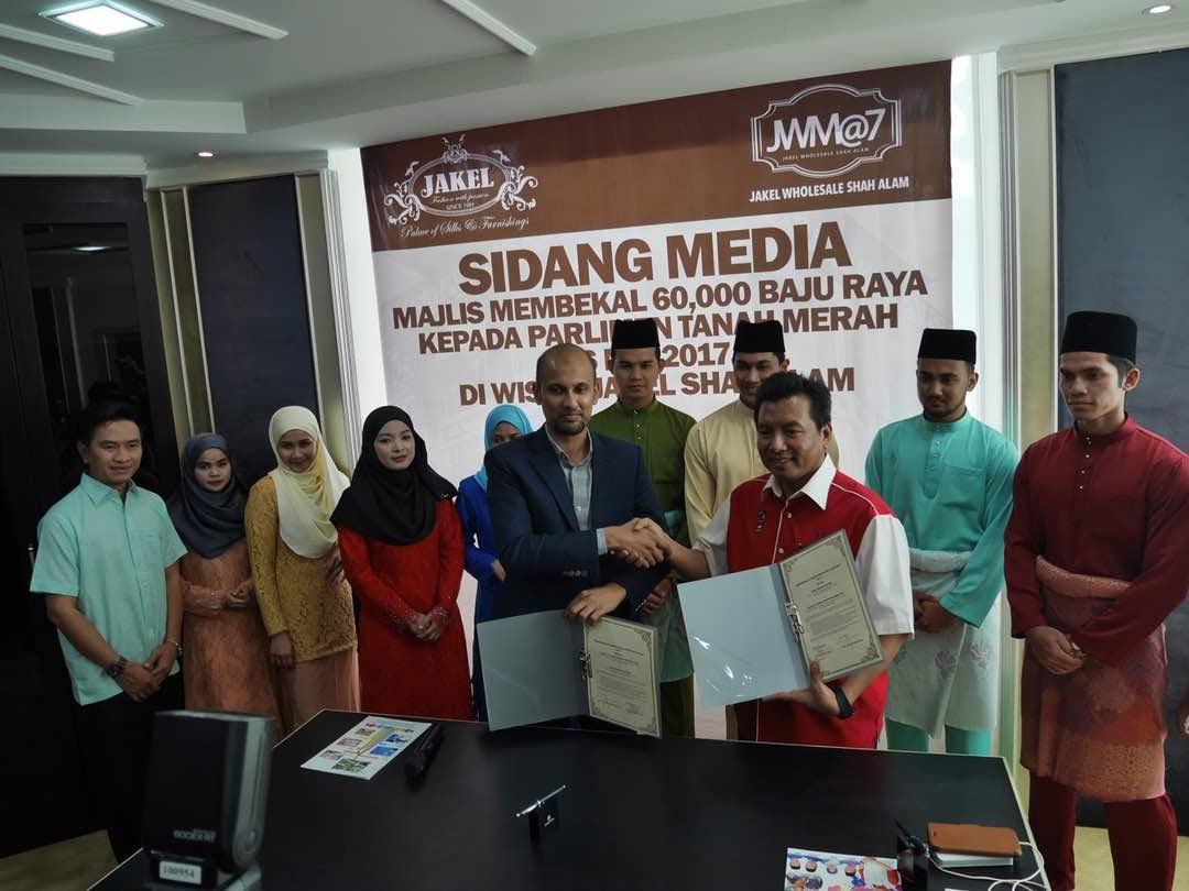 YB Dato' Hj Ikmal Hisham Abd Aziz Contribute 60,000 pcs of Jakel Baju Raya