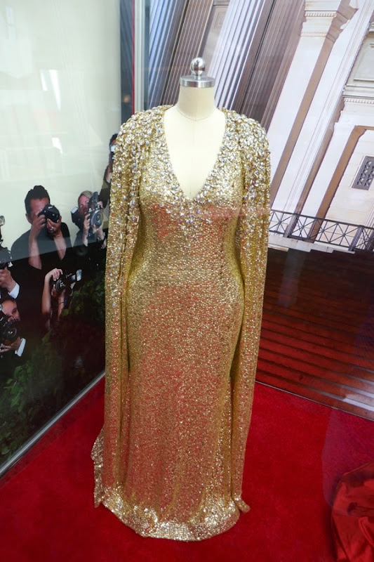Mindy Kaling Oceans 8 Naeem Khan gold gown