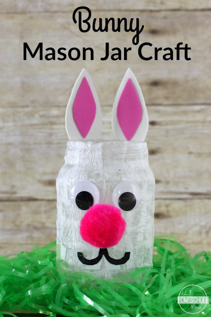 Easy-to-make bunny craft  for kids of all ages to celebrate Spring or as an adorable decoration for Easter. SUPER CUTE Easter Craft for Kids
