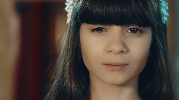 لقطات للمونتاج - بنت حزينة تبكي