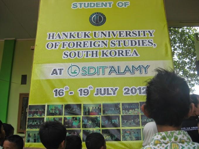 Mahasiswa Hankuk University Memperkenalkan Budaya Korea di SDIT Alamy Subang