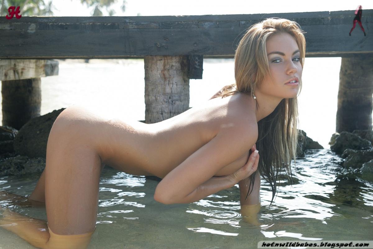 Amy poehler fake naked