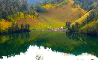 The Beauty of Kumbolo Lake in Mount Semeru