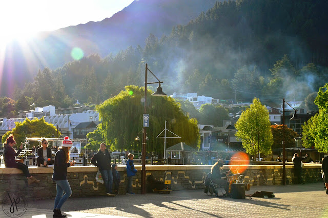 sunny afternoon queenstown, street musician