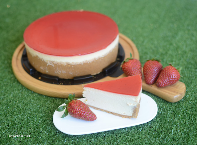 Queen of Hearts 7-inch Strawberry Cheesecake (Halal) by Cat & The Fiddle