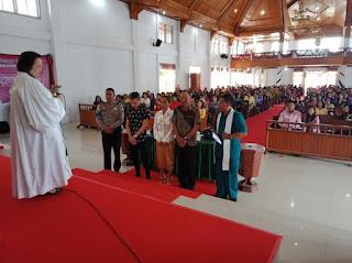 Bertobatlah Vabio!!! Polsek Modoinding Bawa Pelaku Kasus Penganiayaan Di Gereja Untuk Didoakan