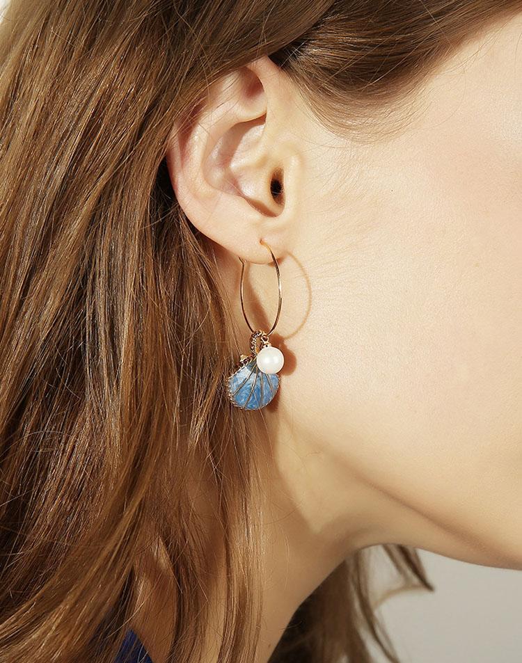 甜美擬珍珠貝殼耳環