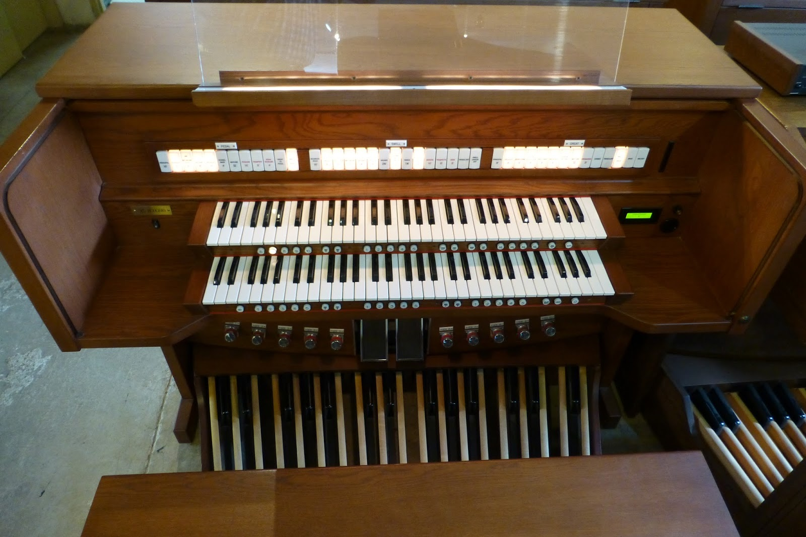 USED/PRE-OWNED RODGERS 790 CHURCH ORGAN