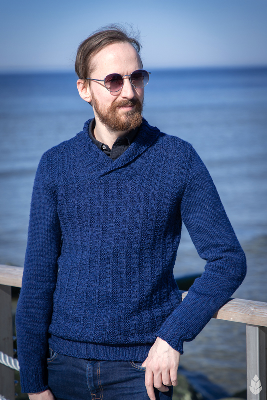 Tumesinine sviiter / Dark Blue Sweater