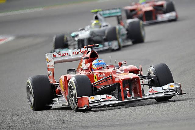 Gambar Mobil Balap F1 Ferrari di Circuit Bahrain