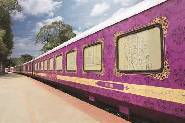Luxury Train Traveling in India - The Golden Chariot