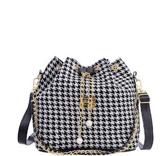 Trend Alert: Houndstooth Bags www.toyastales.blogspot.com #ToyasTales #TrendAlert #trend2018 #streetstyle #handbags #houndstooth #houndstoothhandbags #bags #accessories #womensaccessories