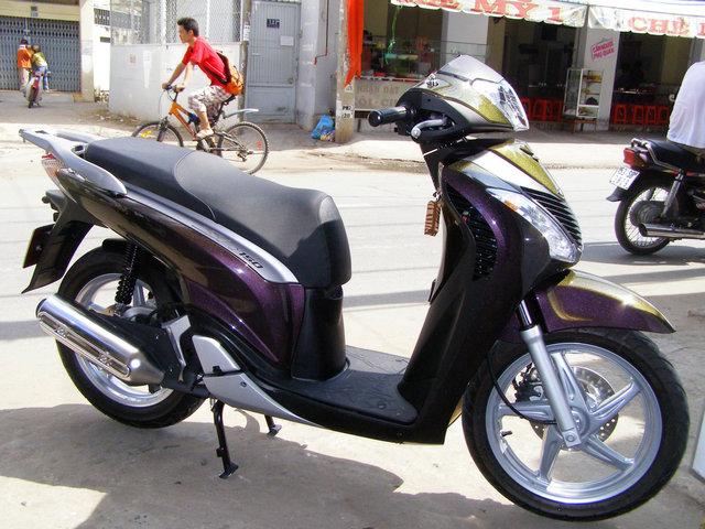 Honda SH sơn đổi màu theo góc nhìn