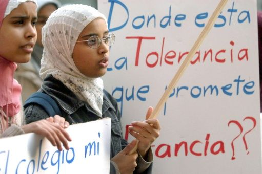 Prohíben a niñas musulmanas portar hiyab en escuela británica