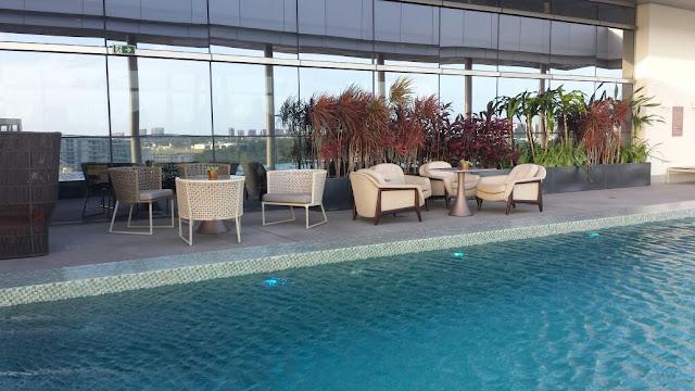 Área de estar da piscina