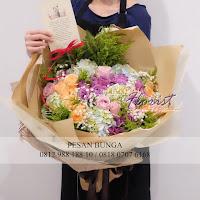 handbouquet mixed flower, buket bunga 100 tangkai, bunga mawar merah, buket mewah dan besar, handbouquet rose merah, toko bunga valentine, bunga valentine, bunga dan cokelat valentine, buket rose, toko bunga jakarta