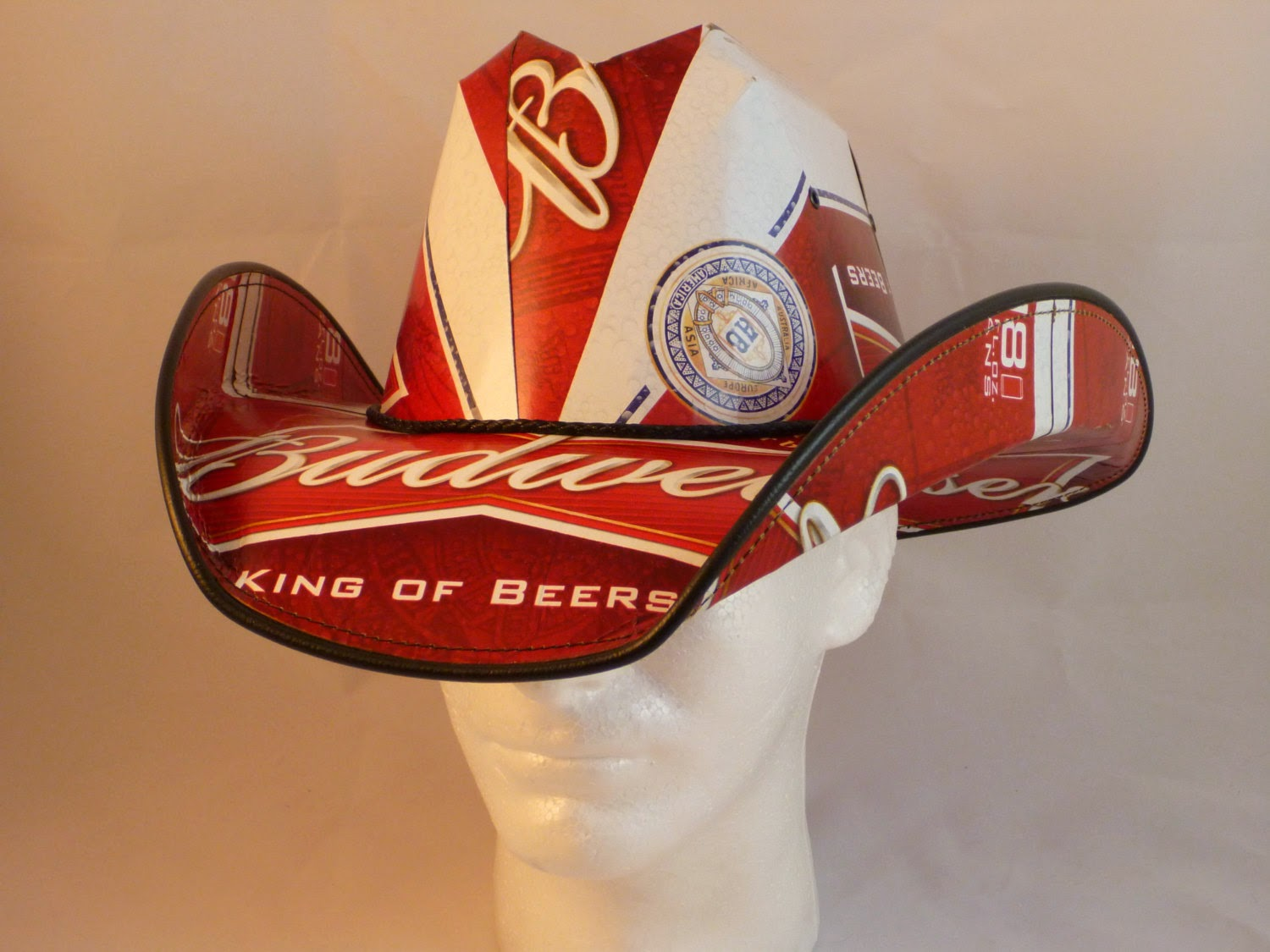 8e2fe7b8c9967 Recycling beer box into a comboys hat is something different craft to make