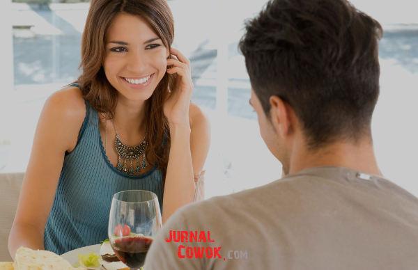 Cara Menarik Perhatian Wanita Lewat Chat