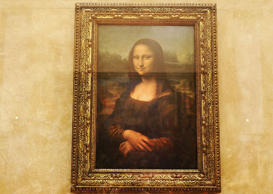 Travel Expectations Vs Reality (20+ Pics) - Admiring Mona Lisa In Louvre Museum, Paris, France