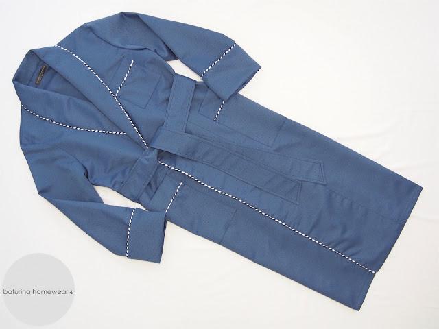 Morgenmantel Seide Blau für Herren, exklusiver englischer Hausmantel Luxus Seide dunkelblau Hausrock klassisch gestreift.
