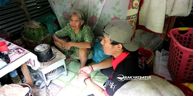 TTNT Asade 2002 Polres Tana Toraja Rayakan Ulang Tahun di Gubuk Reot Indo' Damaris