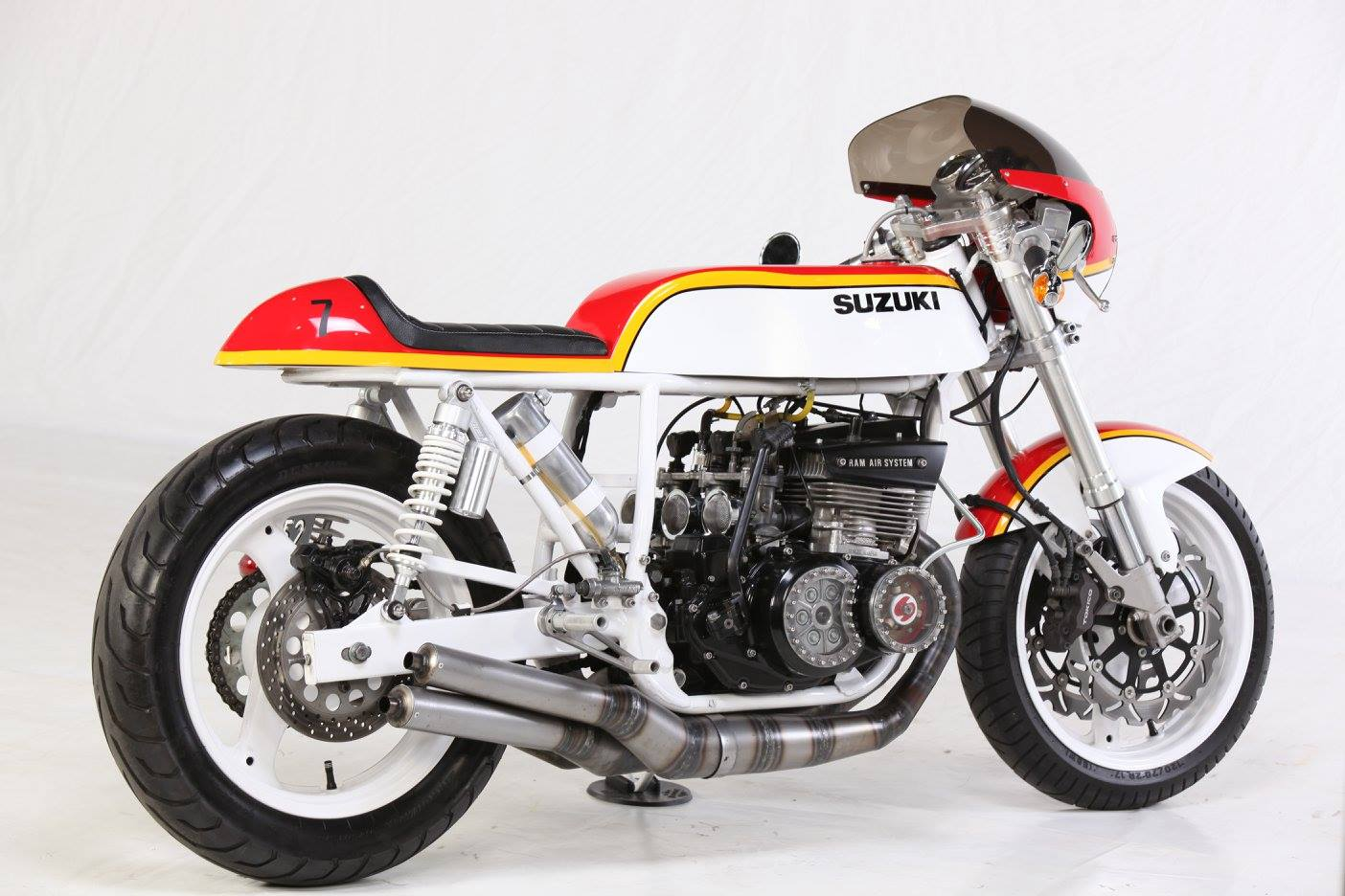suzuki gt 550 caf racer suzuki rgv250 kevin schwantz lucky strike. Black Bedroom Furniture Sets. Home Design Ideas