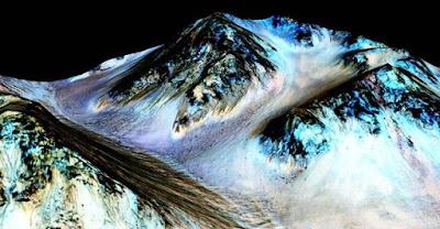 Akhirnya, NASA Menemukan Air Cair Mengalir di Mars