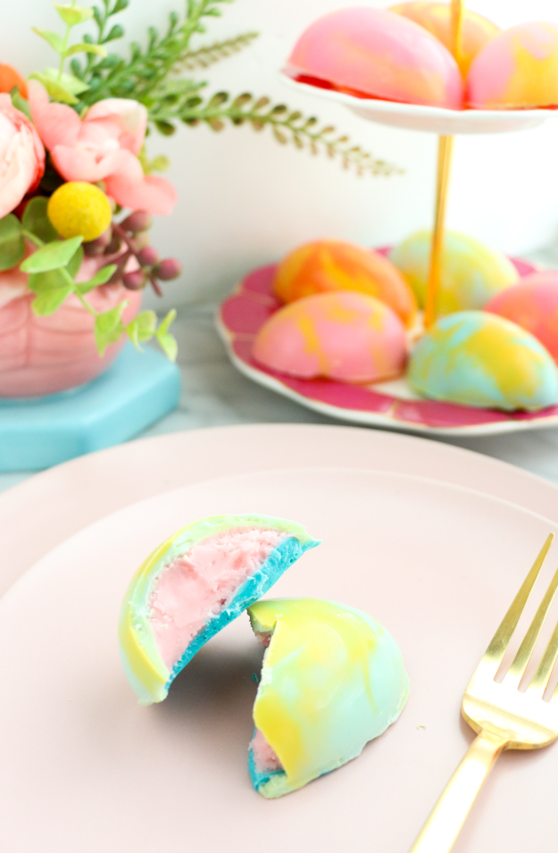 Yes way rosé! Rosé creme filled marbled chocolate eggs - Easter Brunch dessert recipe - DIY Boozy Cadbury creme eggs