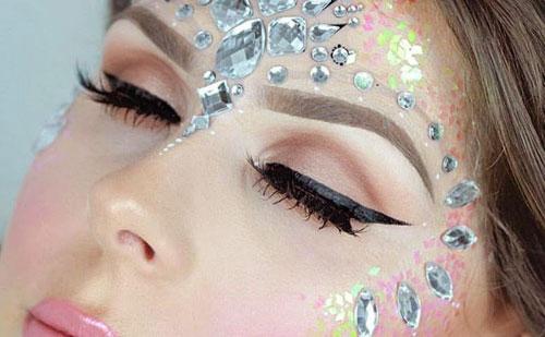 ¿Que son los accesorios de maquillaje? Pegatinas, strass y makeup jewel