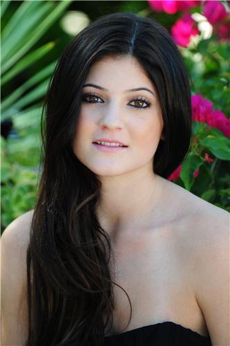 Poll: Kylie J Vs Bella H: Better Transformation?