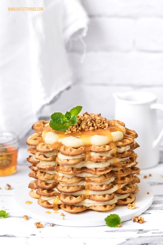 Waffeltorte rezept Osterbrunch Honigwaffeln, weiße Schokolade, Aprikosenkonfitüre, Mandelkrokant