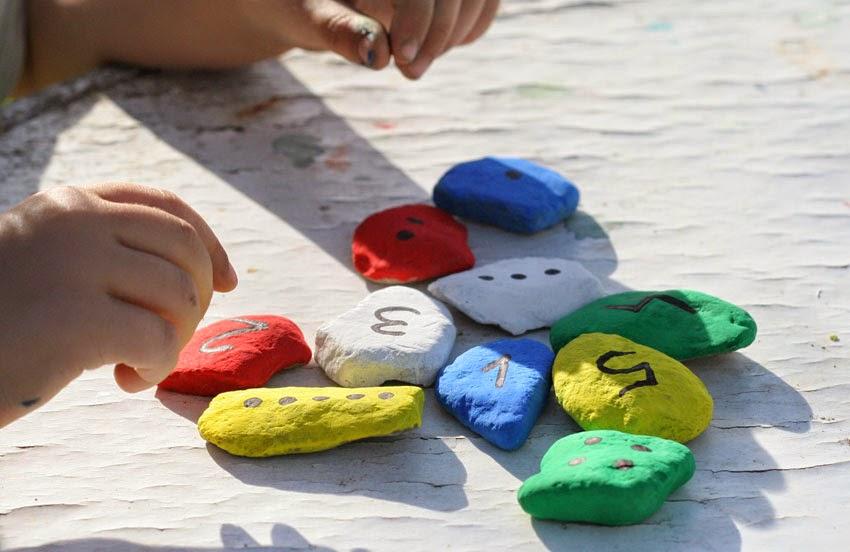 Jugando con números y piedras de colores1
