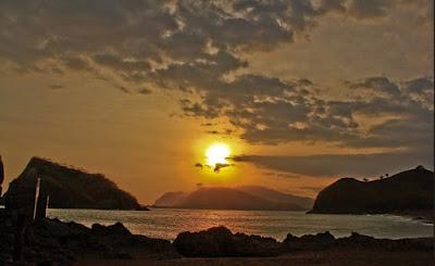 sunset di pantai payangan